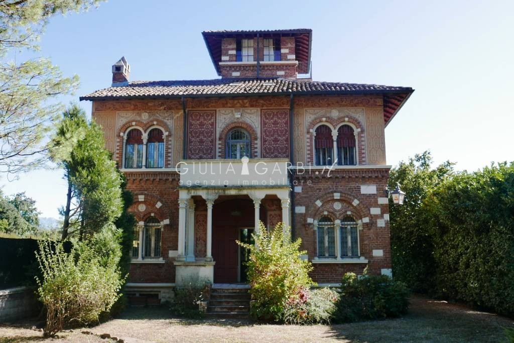 Como lambrugo 1928 splendida villa in stile liberty for Case in stile villa italiana