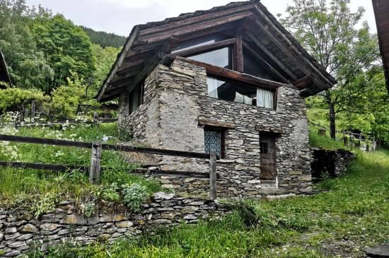 bardonecchia-baita-con-giardino-rochas-arredata-36.jpg
