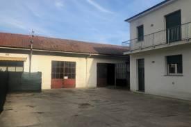pavia-casteggio-casa-indipendente-laboratorio-magazzino-2-1.jpeg